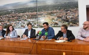 Alcaldes y agricultores informan de la situación del acuífero.