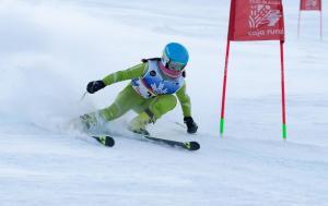 Prueba infantil de esquí alpino en Sierra Nevada.