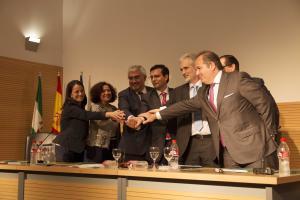 Acuerdo entre las instituciones y la empresa Pfizer.