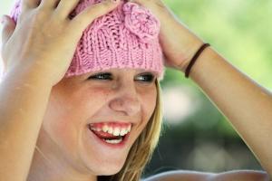 Reírse de uno mismo está dentro del llamado humor de auto-denigración o self-defeating humor.
