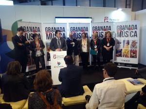 El alcalde durante la presentación de la oferta de festivales que hace de Granada la 'Ciudad de la música'.