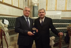 El profesor Moschos Morfakidis y el embajador de Grecia en España, Ioannis Tzovas.