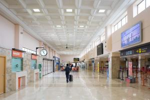 Interior de la terminal del Aeropuerto de Granada.