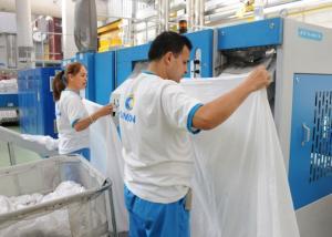 Una de las lavanderías industriales de Ilunión.