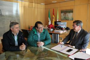 Entrena, con los responsables de UGT y CCOO en Granada.