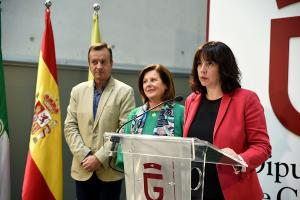 La diputada de Bienestar Social junto a la consejera de Igualdad y Políticas Sociales y el delegado territorial.