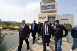 Entrena y los diputados provinciales y el alcalde Escúzar, en su visita al Parque Metropolitano.