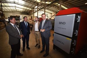 El presidente de la Diputación y el de la Cámara, en la visita a una de estas empresas.
