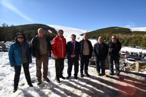 Visita del gobierno provincial a La Ragua.