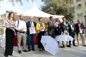 Representantes de las instituciones y empresarios en Puerta Real.
