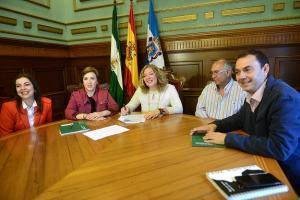 Junta y Ayuntamiento de Motril informan de las ayudas al sector pesquero.