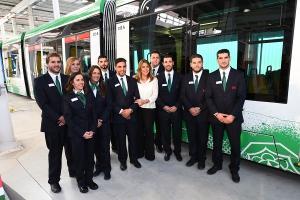 Susana Díaz con trabajadores del Metro.