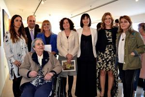 La rectora, Pilar Aranda, presidió la inauguración de la exposición.