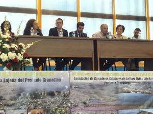 Imagen de la inauguración de la feria, con el alcalde de Loja y el delegado de la Junta, entre otros.