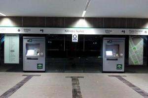 Máquinas expendedoras en la estación de Méndez Núñez.