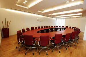 Una de las salas de reuniones de la Cámara de Comercio de Granada.