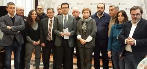 Los representantes de la Mesa por el Ferrocarril, este viernes en Granada.