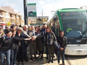 Representantes políticos, a su llegada a Armilla tras completar todo el recorrido.