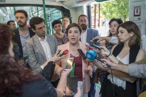Sandra García, junto al alcalde, en un acto en el Metro.