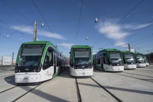 Flota de vehículos del metro en Granada.