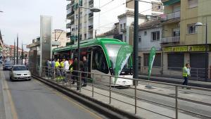 Metro en pruebas por las calles de Maracena.