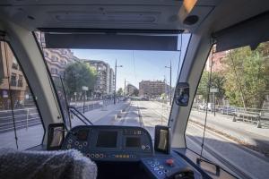 Vista de las vías del Metro desde el interior de un convoy.