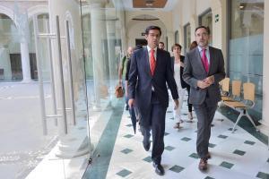 El consejero de Fomento y Vivienda con el alcalde de la capital.