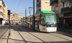 El Metro a su paso por Maracena.