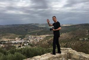 Un reportero de Lonely Planet, en uno de los miradores de Montefrío.