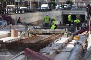 La construcción ha sido el sector que más ha crecido en empleo por la mayor inversión pública en 2015.