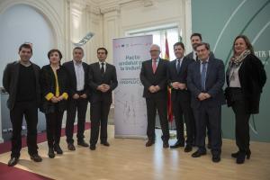 Representantes institucionales en la presentación del Pacto por  la Industria.