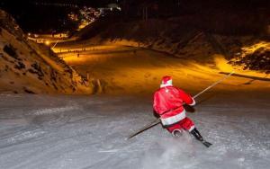 Papá Noel se desliza por la pista de El Río.
