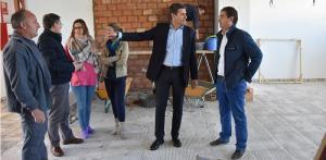 Pedro Fernández en una visita de obras en Baza.