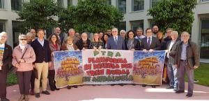 La consejera con representantes de la Plataforma del Tren Rural.
