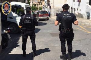 Policías locales, durante un servicio.