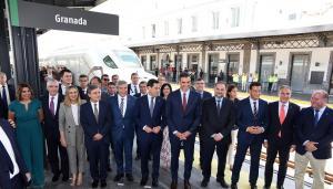 Autoridades en Granada tras llegar el primer AVE.