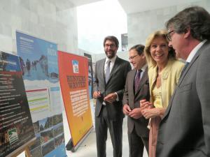 María José López, junto a representantes de las organizaciones empresariales,