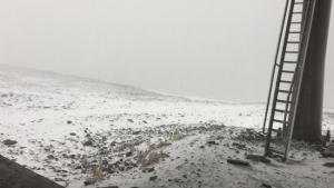 Las primeras nieves del otoño han teñido de blanco las altas cumbres.