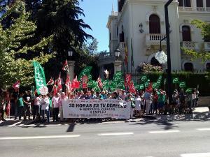 Protesta a las puertas de la Subdelegación.