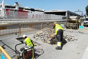 Obras para el suministro eléctrico a los ferrys.