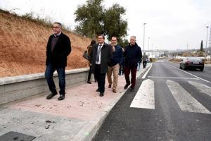 Carretera GR-3424, en Pulianas, con acera y asfalto renovado.