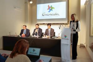 La consejera delegada de Cetursa junto al consejero, el alcalde y el presidente de Diputación.