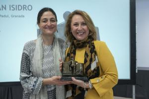 Dolores Álvarez Villena, expresidenta del AMPA San Isidro, junto a Olga Leralta, presidenta de FAMPA Alhambra.