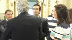 El alcalde y el presidente de la Diputación frente al secretario de Estado de Infraestructuras.