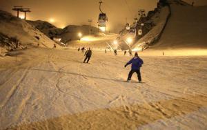 Esquí nocturno gratis con el forfait anticipado.