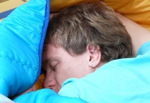 Dormir más un fin de semana no compensa el sueño perdido entre semana.