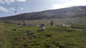 Trabajadores de Cetursa limpian la estación.