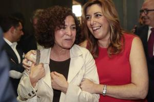 Susana Díaz y Pilar Aranda, ayer en Granada.
