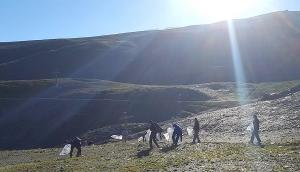 Trabajadores desplegados por Sierra Nevada.