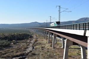 Imagen del tren laboratorio circulando por uno de los viaductos en diciembre pasado.
